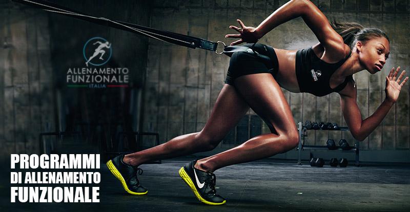programmi di allenamento funzionale: atleta donna di colore al trx